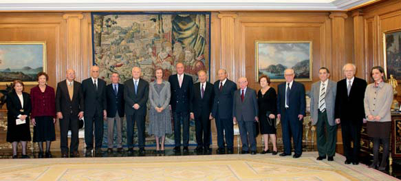 Their Majesties the King Juan Carlos I and the Queen Sofía with Holocaust survivors, from different countries, invited to the Holocaust Remembrance Day commemoration events (January 2007).